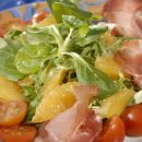 Сделайте необычный салат из обычных продуктов