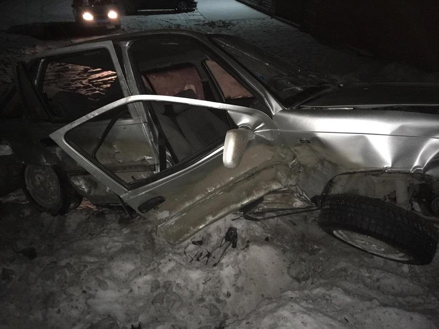 В Кетовском районе в аварии погиб человек, еще двое — в больнице
