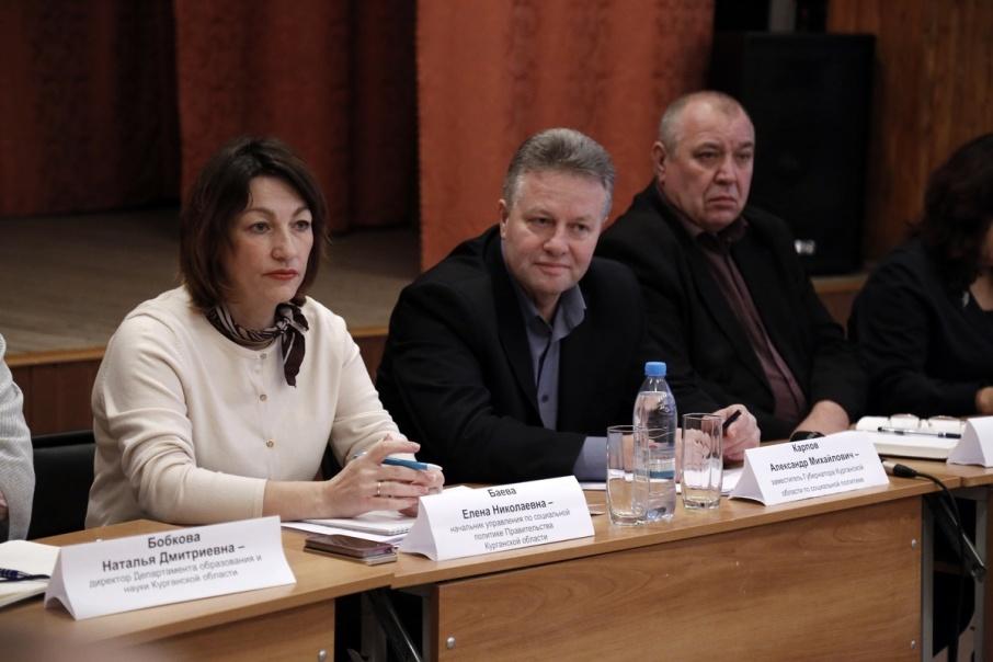 Алексей Кокорин поручил проверить, как в Звериноголовском районе платят зарплату педагогам
