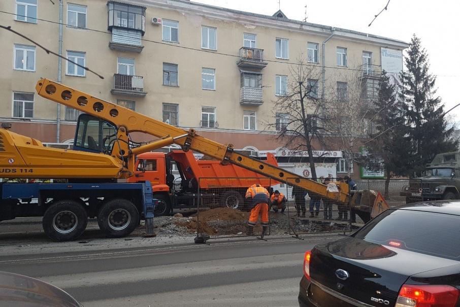 В Кургане перекрыли участок улицы Гоголя, чтобы заменить водопровод