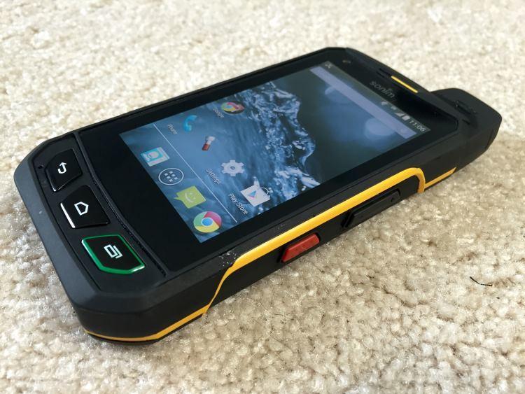 Защищенный телефон о падении которого, вы можете не переживать