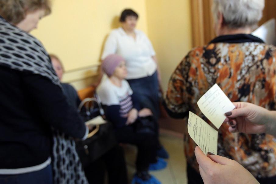 В Кургане сотрудница больницы украла у пенсионерки золотые серьги, пока та была на процедуре