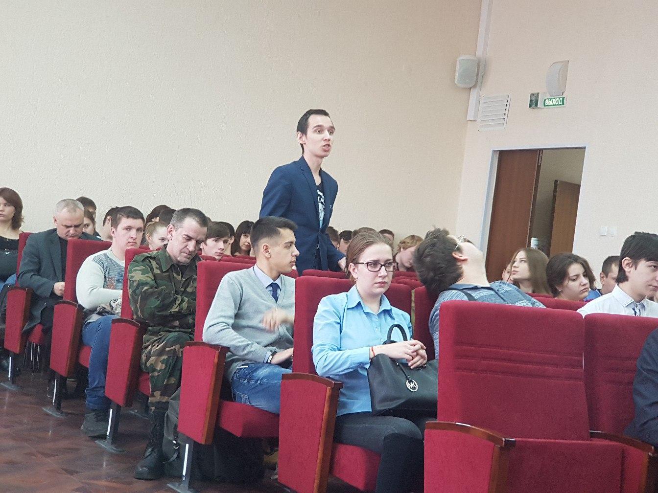 Как не сесть за комментарий в интернете: полицейский прочитал лекцию курганским студентам