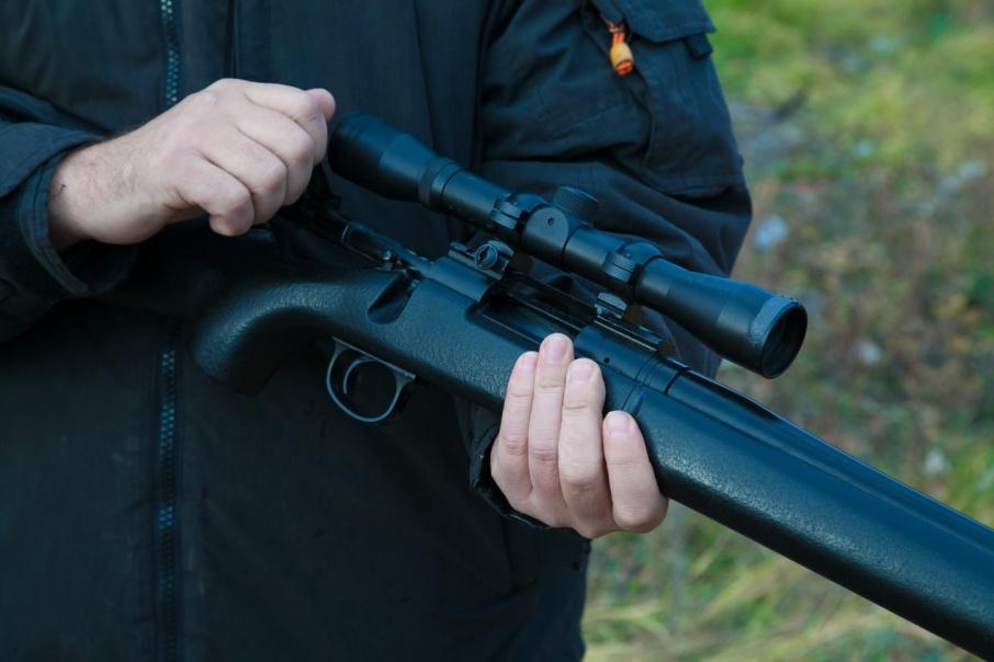 Инспектора МВД Курганской области будут судить за кражу огнестрельного оружия