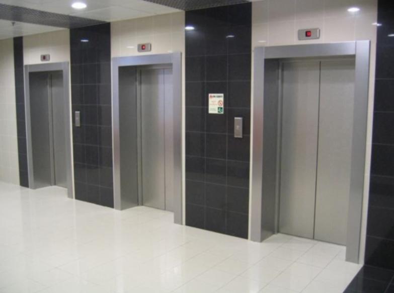 В Курганской области ускоренно поменяют старые лифты