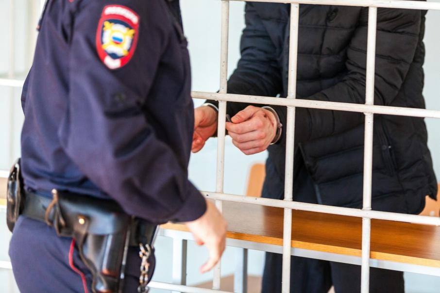 Курганец, задушивший жену и привязавший ее шнурками к двери, приговорен к девяти годам тюрьмы
