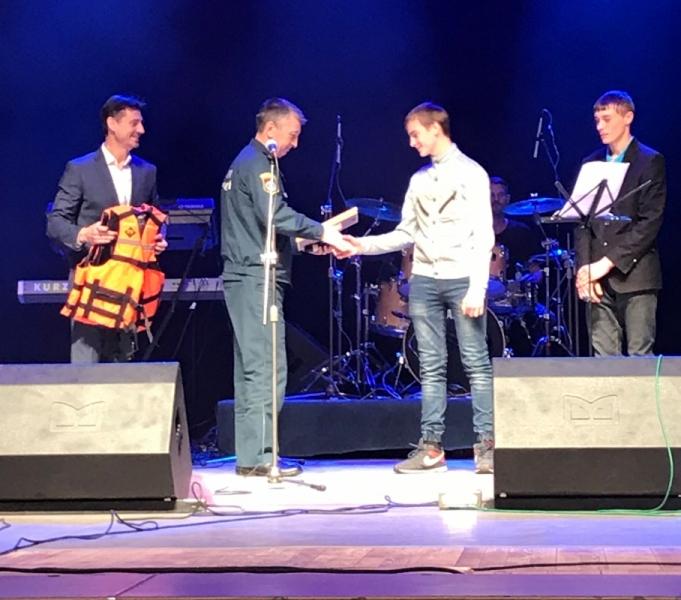 В МЧС наградили школьников из Частоозерского района, которые спасли своего сверстника