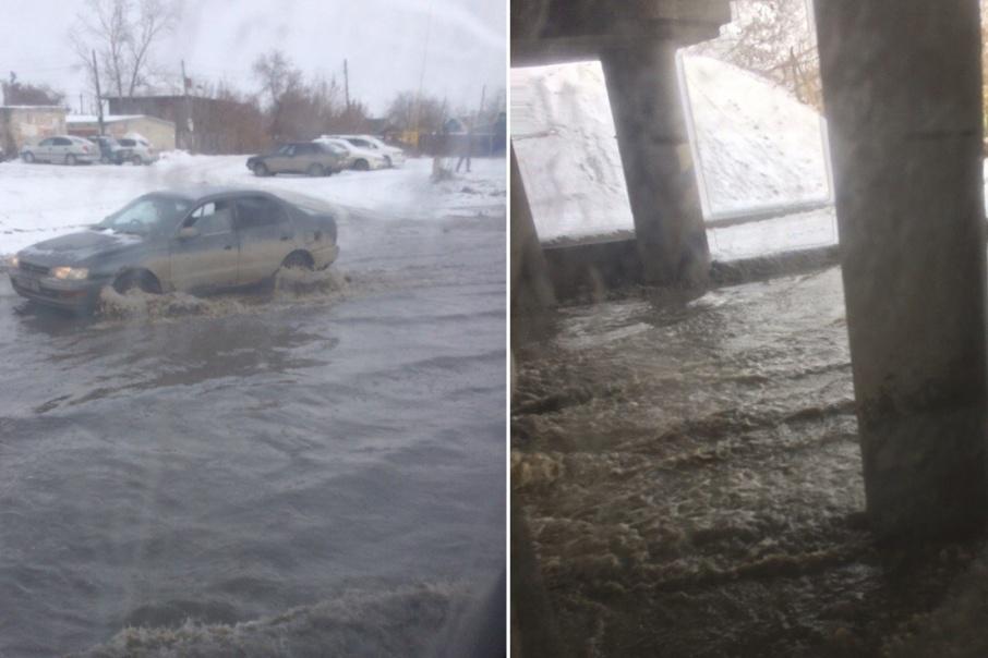 В Кургане из-за аварии на водопроводе затоплена дорога в районе Гагаринского путепровода