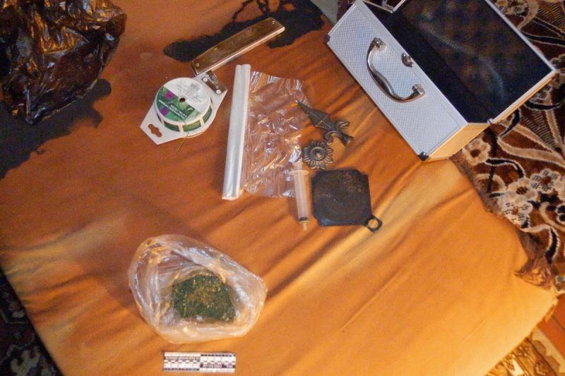 За торговлю наркотиками в квартире в Кургане будут судить местного жителя