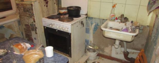 В Жигулевске мать морила голодом четырех детей и издевалась над ними