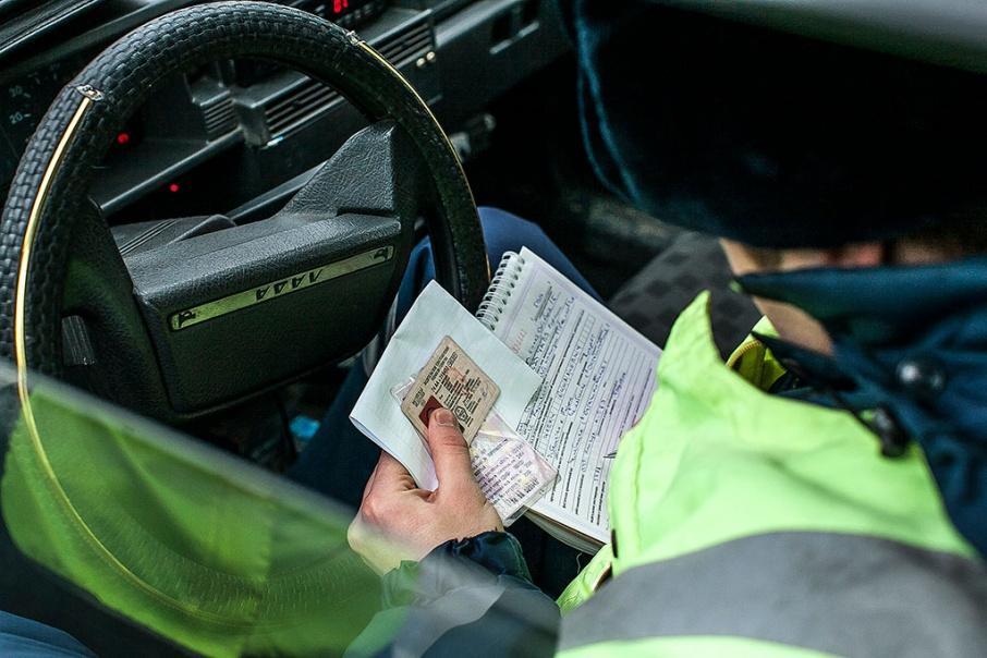 Чужие госномера не помогли: в Кургане инспекторы ДПС задержали подозреваемых в краже авто