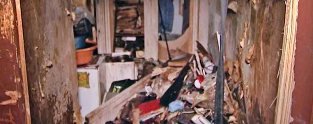 Жителя Набережных Челнов выселили из квартиры за бутылки и мусор