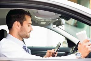 Научно доказана опасность разговоров с пассажирами за рулем