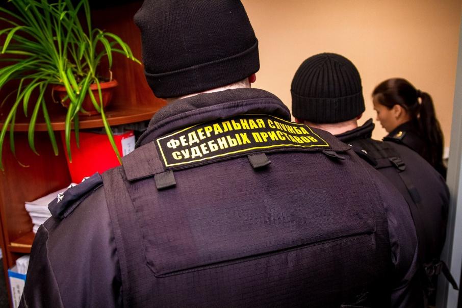 Жительница Кургана вспомнила о долге в 170 тысяч рублей после визита пристава