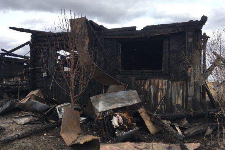 Зауральцы собрали помощь семье, дом которой спалила родственница