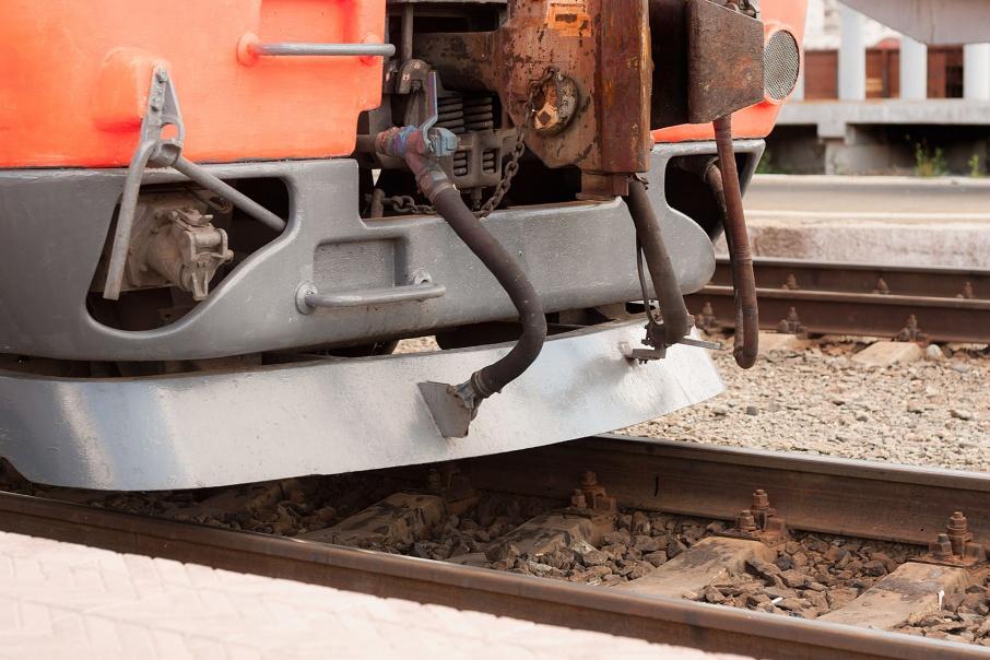Курили, били стекла, ходили по путям: в Зауралье на вокзалах и станциях поймали 17 юных нарушителей