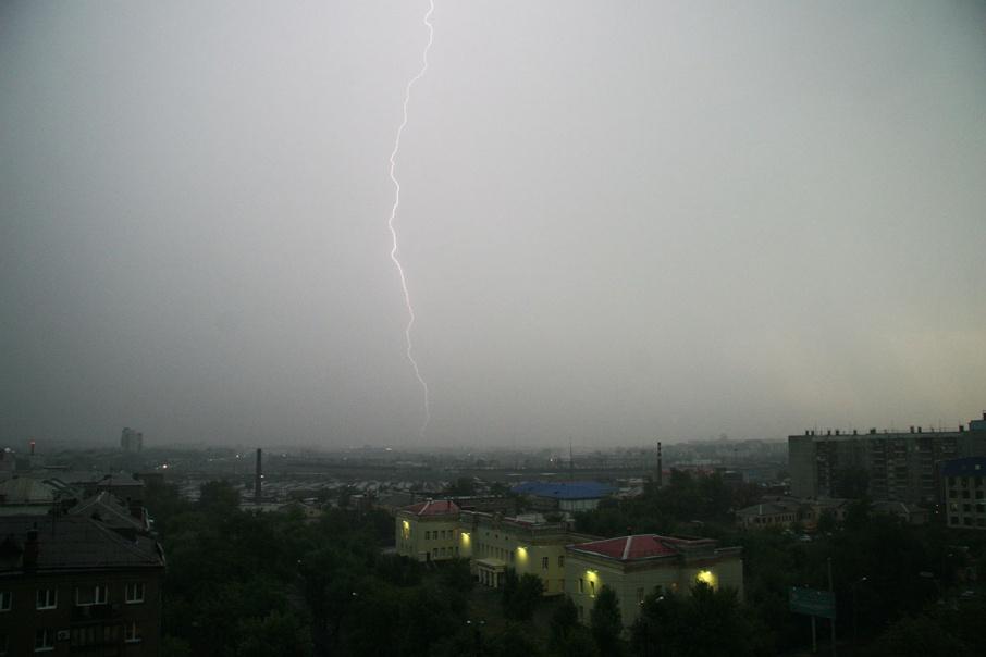 Сильный ветер и грозы: МЧС предупреждает зауральцев о непогоде