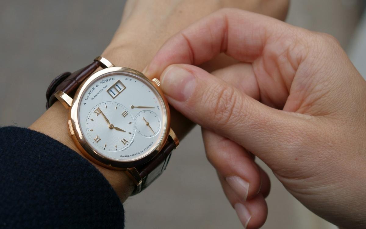 Где найти швейцарские часы?