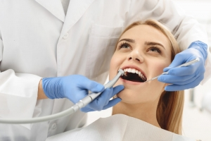 Стоматологи подсказали, какие ягоды могут уберечь зубы от кариеса