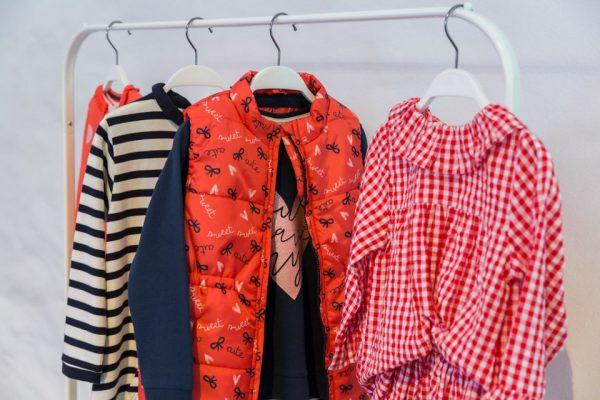 Широкий выбор одежды и аксессуаров для детей